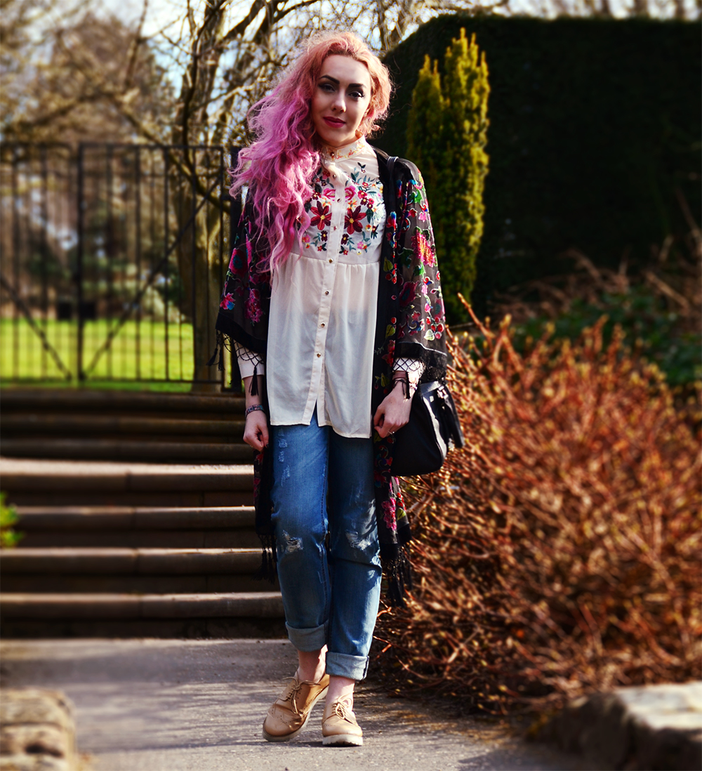 SPRING STYLE EDIT// STEPHI LAREINE // STYLE BLOGGER WITH PINK HAIR // OUTFIT OF THE DAY Kimono * // Long Tall Sally Floral Blouse * // Sheinside Blue loose boyfriend ripped Jeans * // Long Tall Sally Beige Brogue Platforms * // Style Edit (10% Discount: STEPHI10) Bowler Bag // Primark (Old) Polarized filter sunglasses * // Polette Eyewear