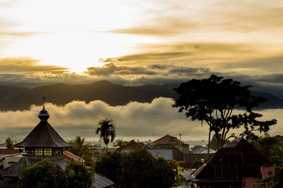 Mesmerizing sunrise capture in Kerinci