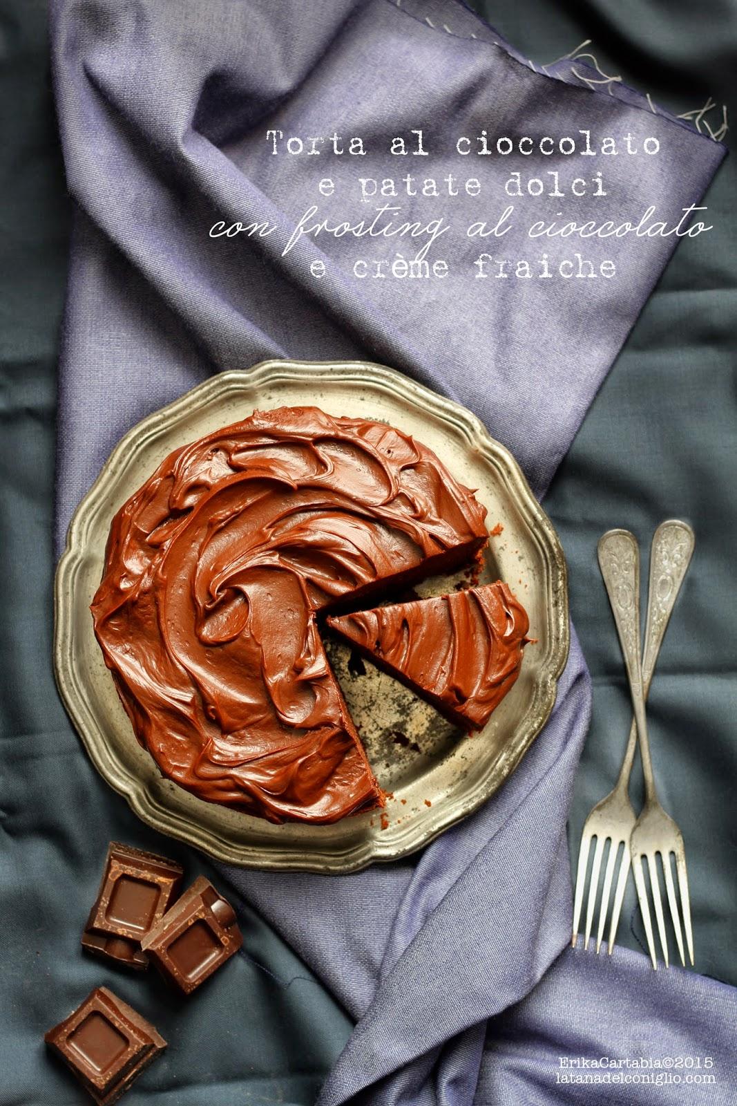 torta al cioccolato e patate dolci con frosting al cioccolato e crème fraiche