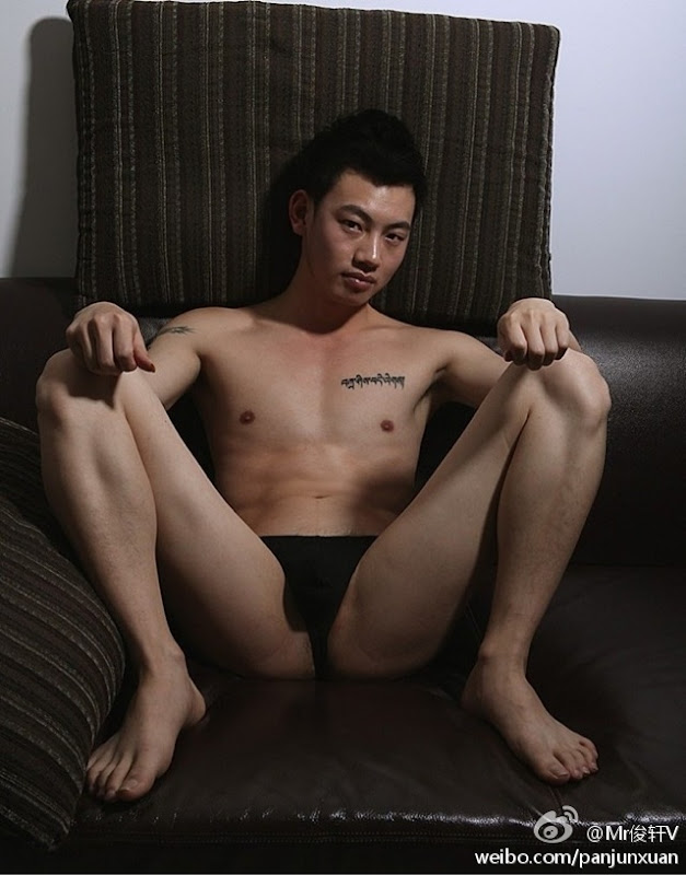 8c1aff29jw1drnw75lkl5j Sexy Naked Chinese Stud Jun Xuan Shows off His Hot Asian Cock