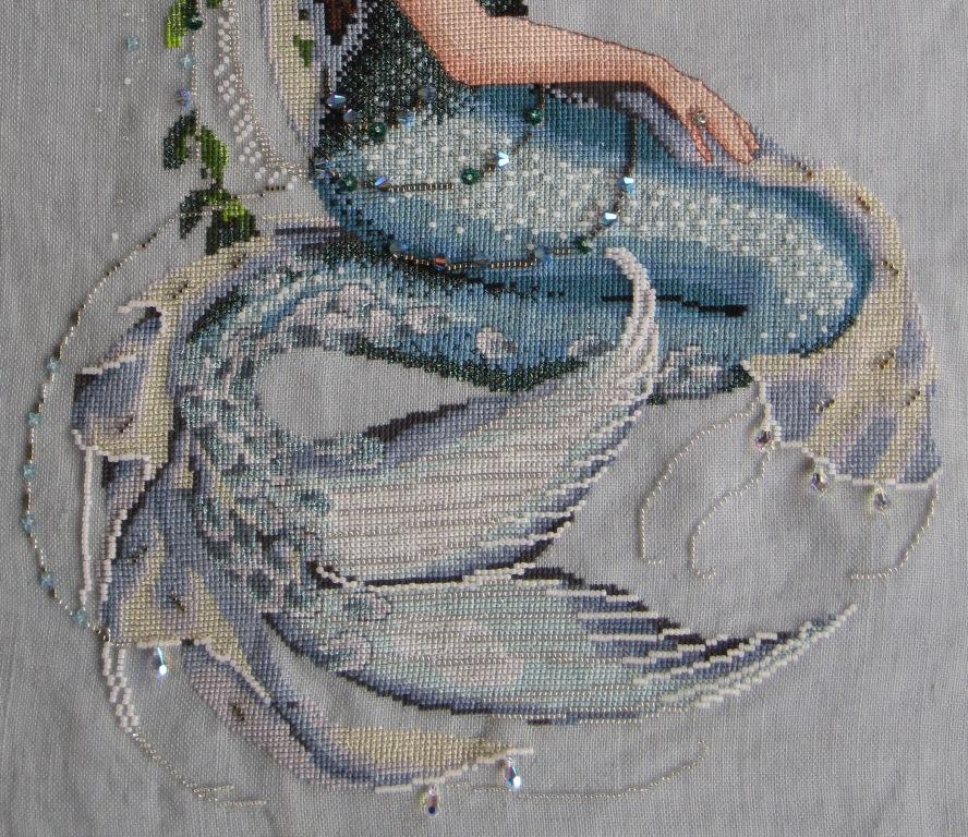 Detalle de la cola de la Sirena de punto de cruz. Diseño de Mirabilia.