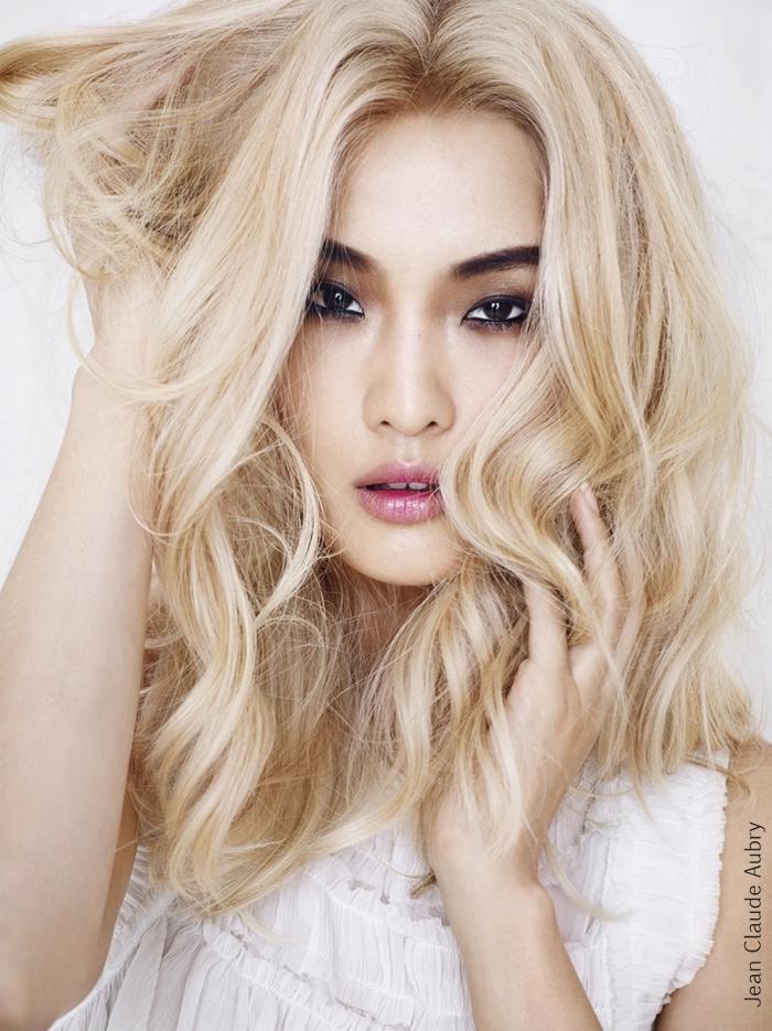 Long romantic hairstlyle, wavy, blonde