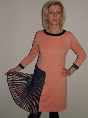 Sukienka z plisowanym bokiem