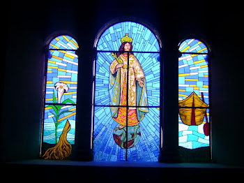 El vitral de la Virgen de la Esperanza