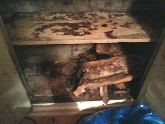 Старый зимний холодильник фото
