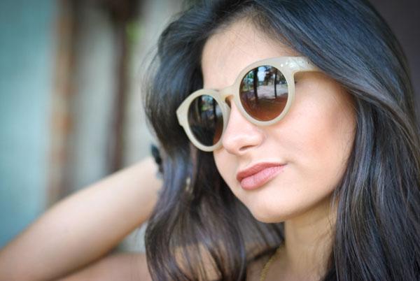 Look Bárbara Urias: óculos de sol nude redondo Asos