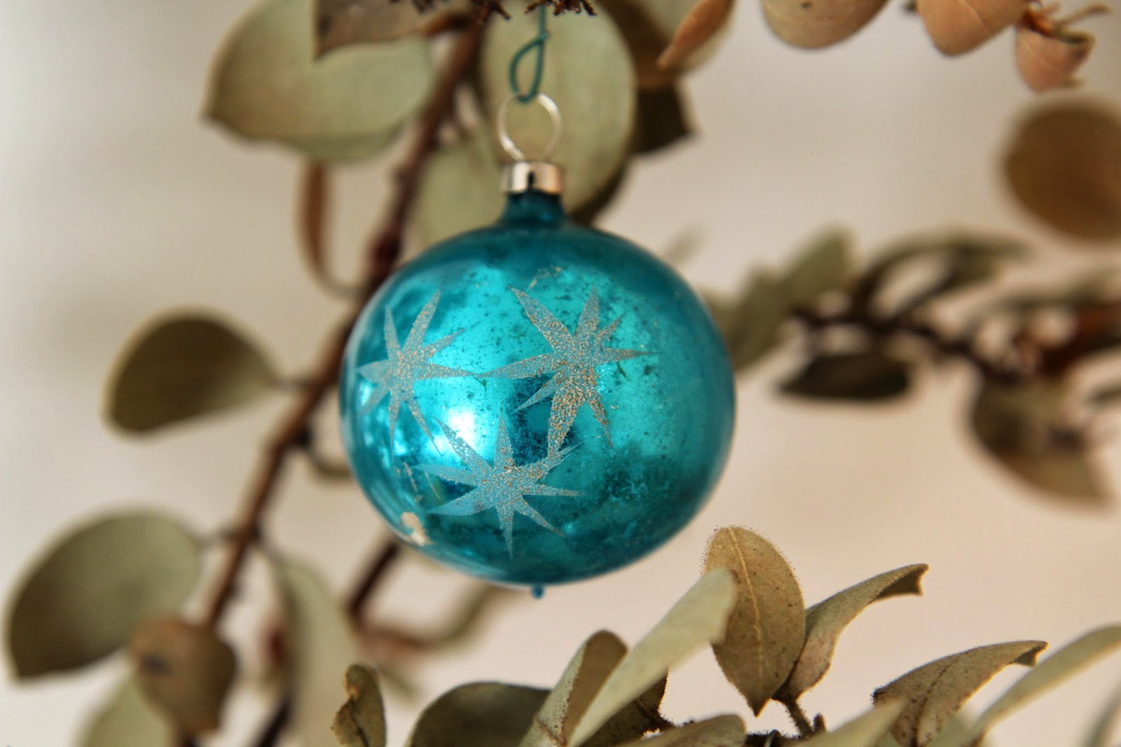 blue-vintage-ornament