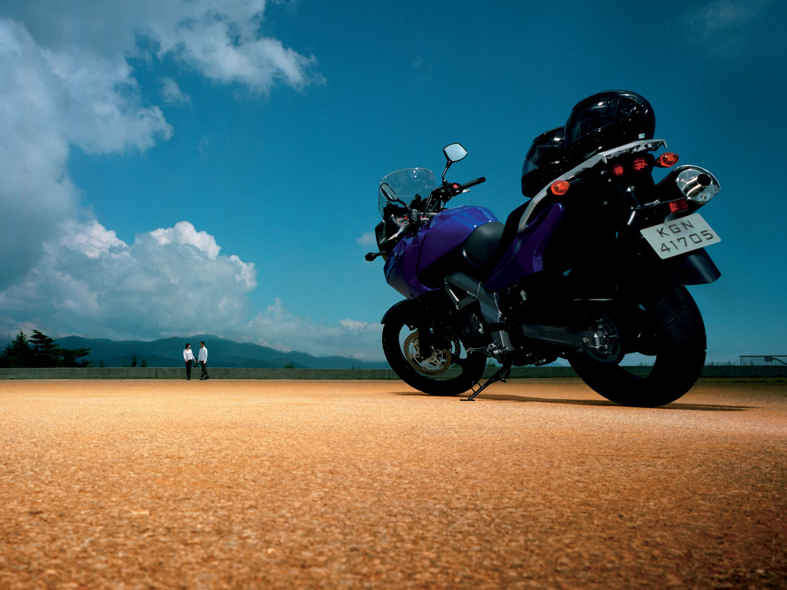 http://4.bp.blogspot.com/-DfzzP3GwuOM/TkhLqNrYG0I/AAAAAAAAAfY/Tvbf0XaSNcI/s1600/Suzuki-DL-650_V-Strom_2004_motorcycle-desktop-wallpaper_09.jpg