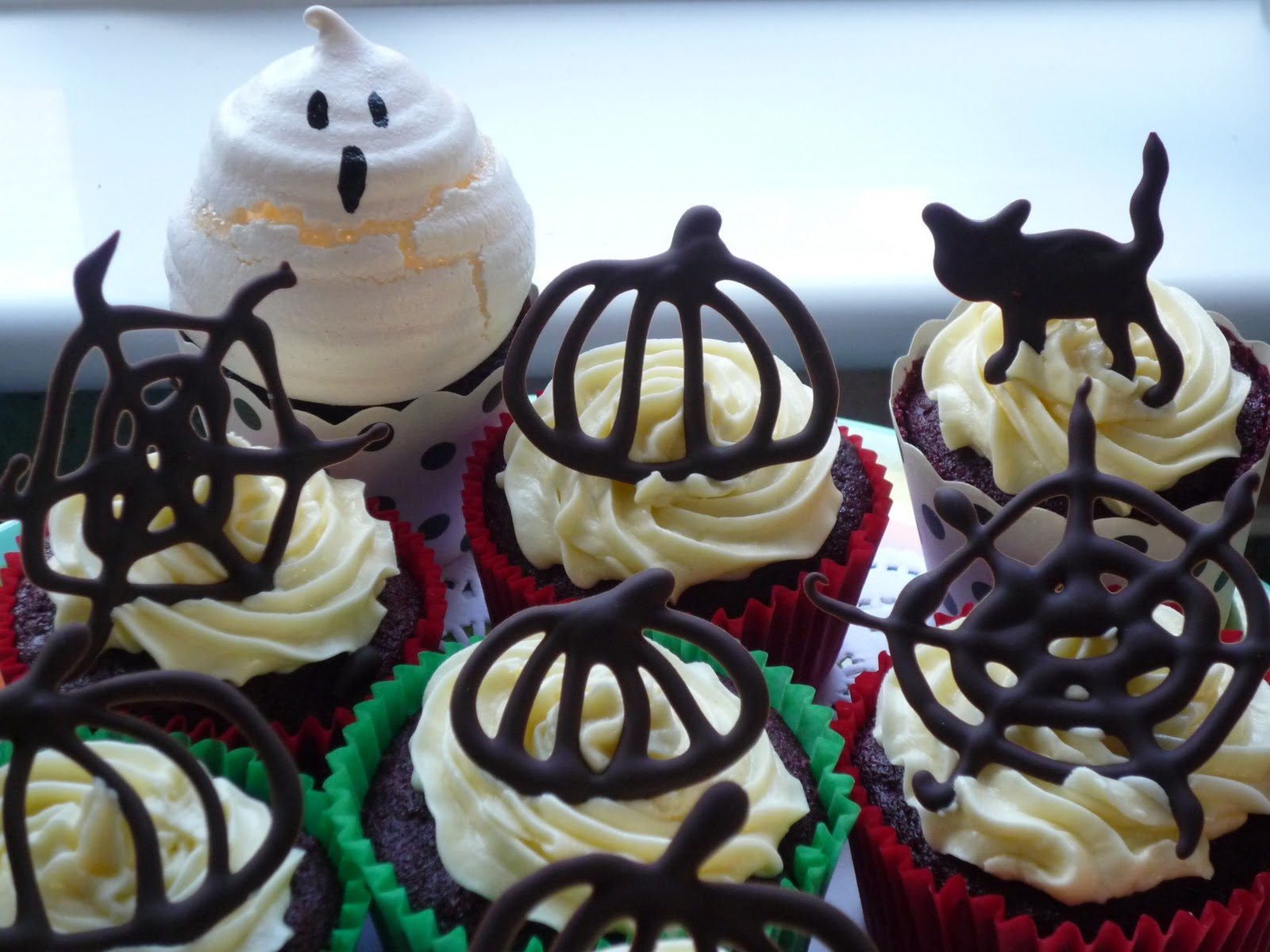halloween graveyard cake ideas creepy halloween cupcakes 52 kitchen adventures cake decorating