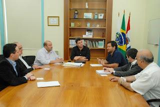 Prefeito Arlei e equipe recebem diretoria do Hospital São José: parceria pelo melhor atendimento da população