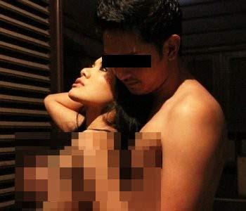 Foto Hot Nikita Mirzani dengan seorang Lelaki