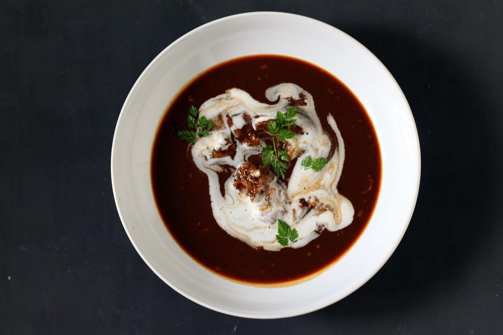 Ochsenschwanzsuppe mit Criollo-Kakao und Madeira plus Rezept für dunkle Roux | Arthurs Tochter Kocht by Astrid Paul