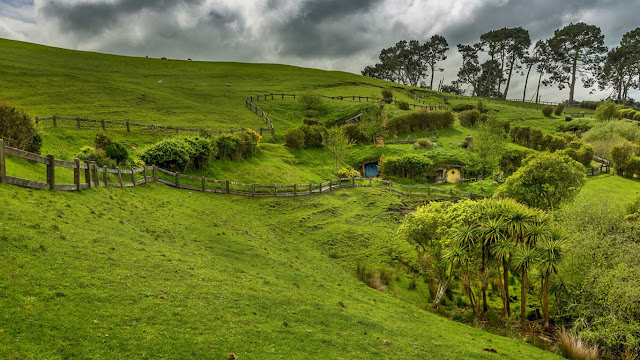 Hobbiton, near Matamata, North Island, New Zealand (© imageBROKER/Rex Features) 663