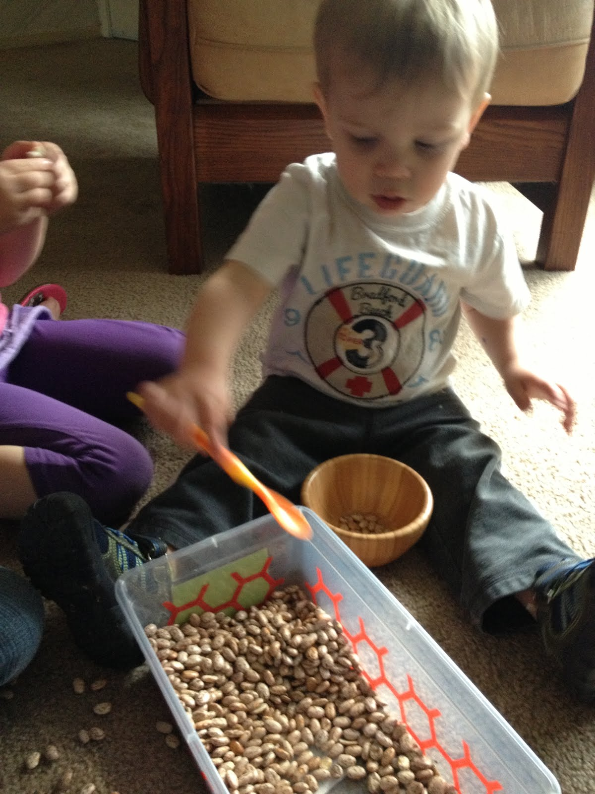 Mothering with Creativity: Beans Sensory Tub