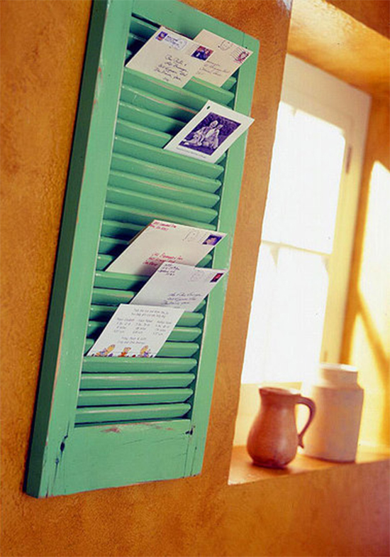 porta cartas,  janela reciclada, reaproveitar janela, janela velha, reciclagem, upcycling, reaproveitar, old window, quadro de recados, veneziana