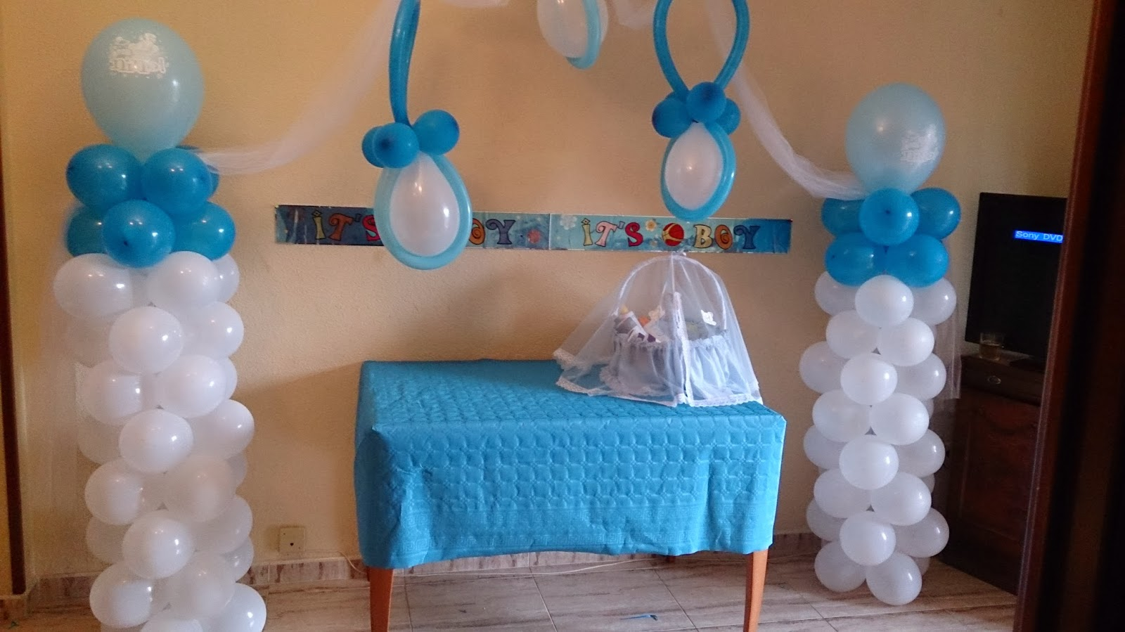 Mundial globos decoraciones baby shower for Decoracion para pared de baby shower
