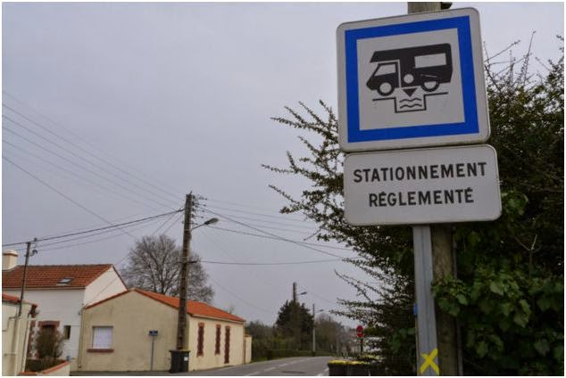 european motorcaravanning france parking restrictions for motorhomes. Black Bedroom Furniture Sets. Home Design Ideas