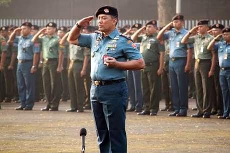 Personel Mabes TNI Resmi Mengunakan Baret Hitam