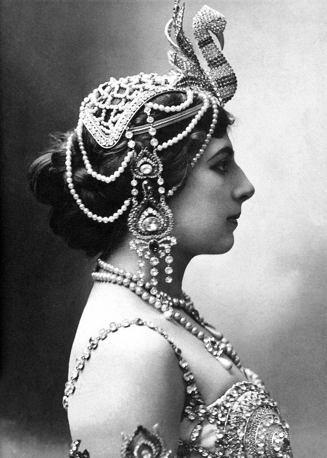 http://4.bp.blogspot.com/-Dgf5I5oQATI/UDQ8Du5-QII/AAAAAAAAKL8/xdO7KccfG9Y/s1600/Mata-Hari_1910.jpg