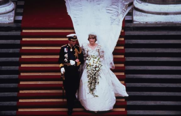 princess diana wedding gown. Princess Diana in wedding