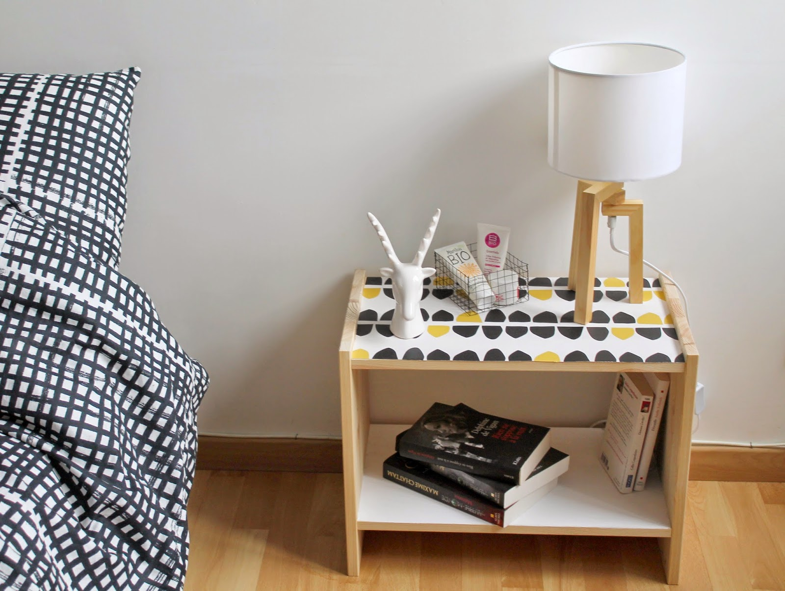 Diy customiser la table de chevet rast le bazar d for Table de chevet ikea