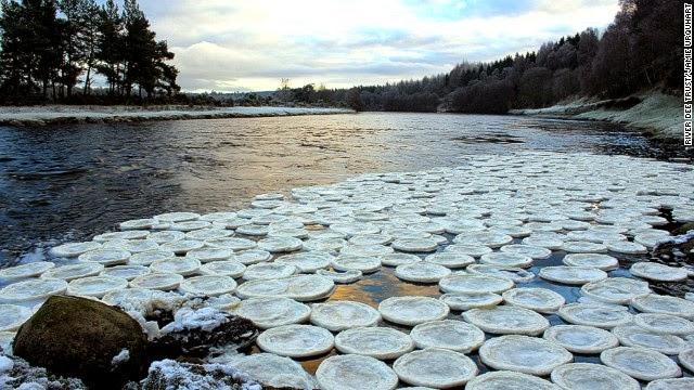 Lempeng ais misteri muncul di sungai Scotland