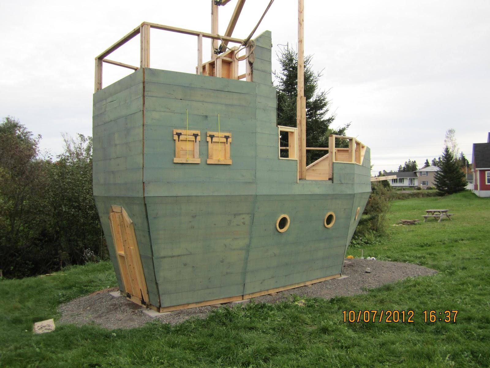 Backyard kidz backyard pirate ship playhouse the paint job for Boat playhouse plans