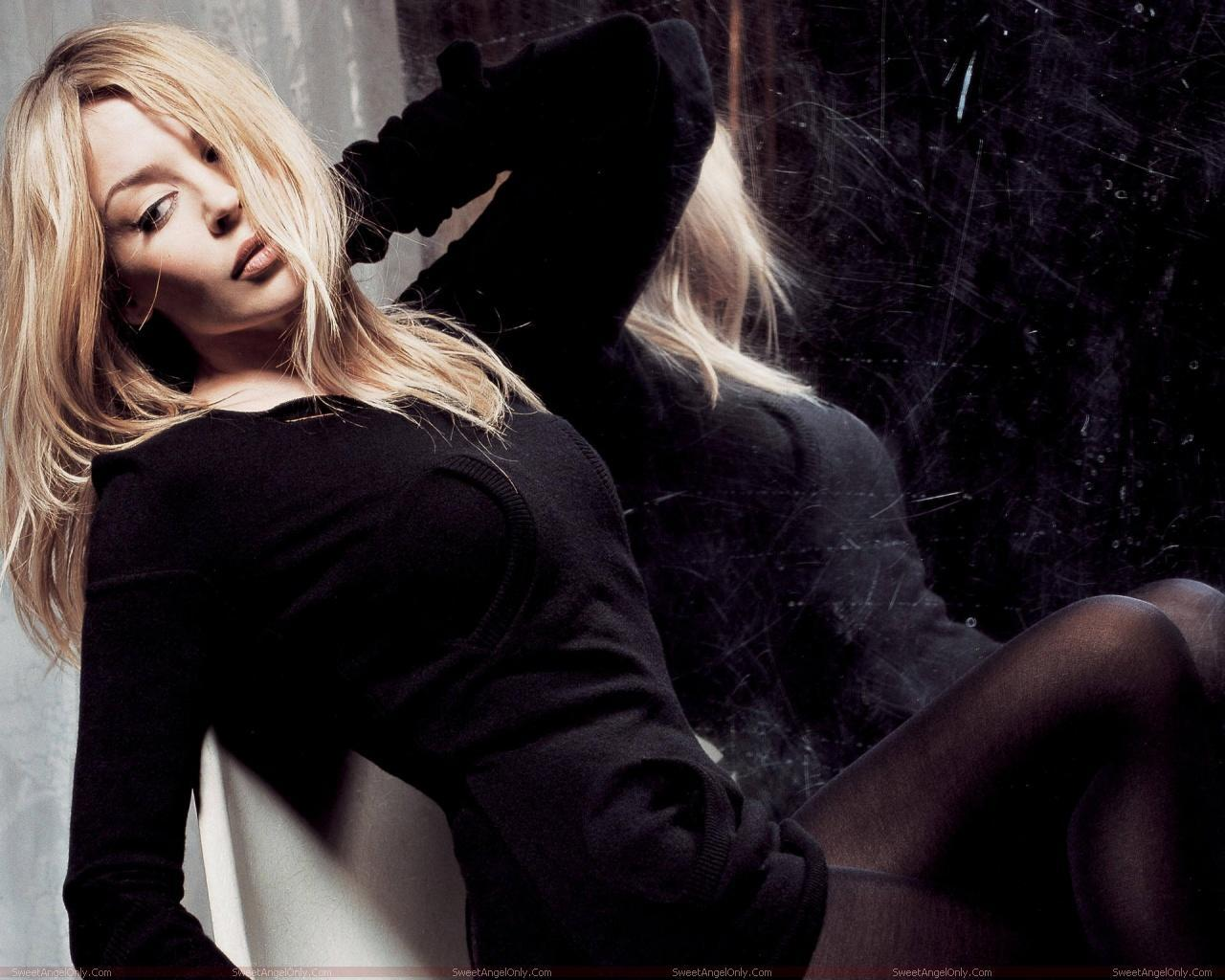 http://4.bp.blogspot.com/-DhJ3RUPcbWY/TX-F8MlWyvI/AAAAAAAAFos/fWZXDmbBRqI/s1600/kylie_minogue_hollywood_hot_actress_wallpaper_sweetangelonly_06.jpg