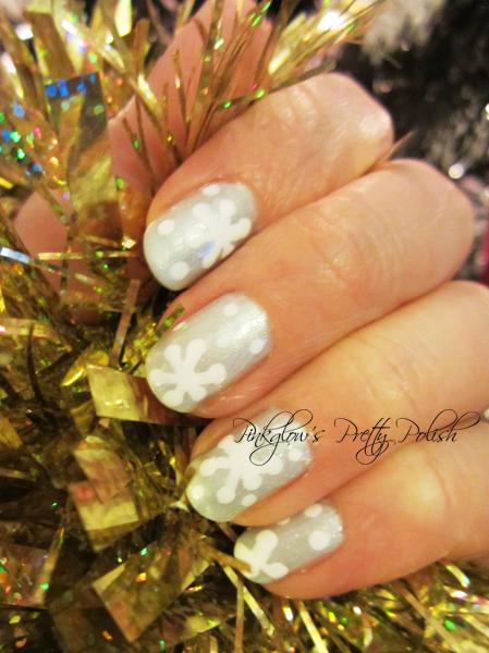 Icy-blue-snowflake-nail-art.jpg