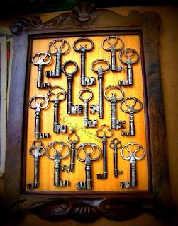 cuadro con llaves antiguas en la feria de desembalaje 2013 en el BEC-