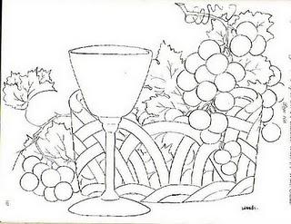 cesta com uvas e calices