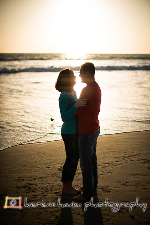 Engagement Session at the beach. Contre-jour.