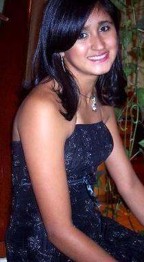 Vivian Baella posando con linda sonrisa
