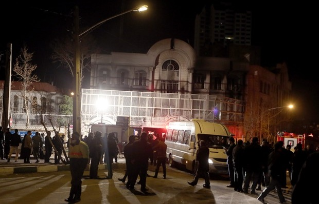 Protestos atingem embaixada da Arábia Saudita em Teerã