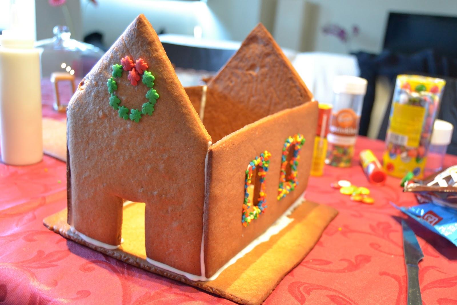 La chica de la casa de caramelo casita de jengibre for Como se disena una casa