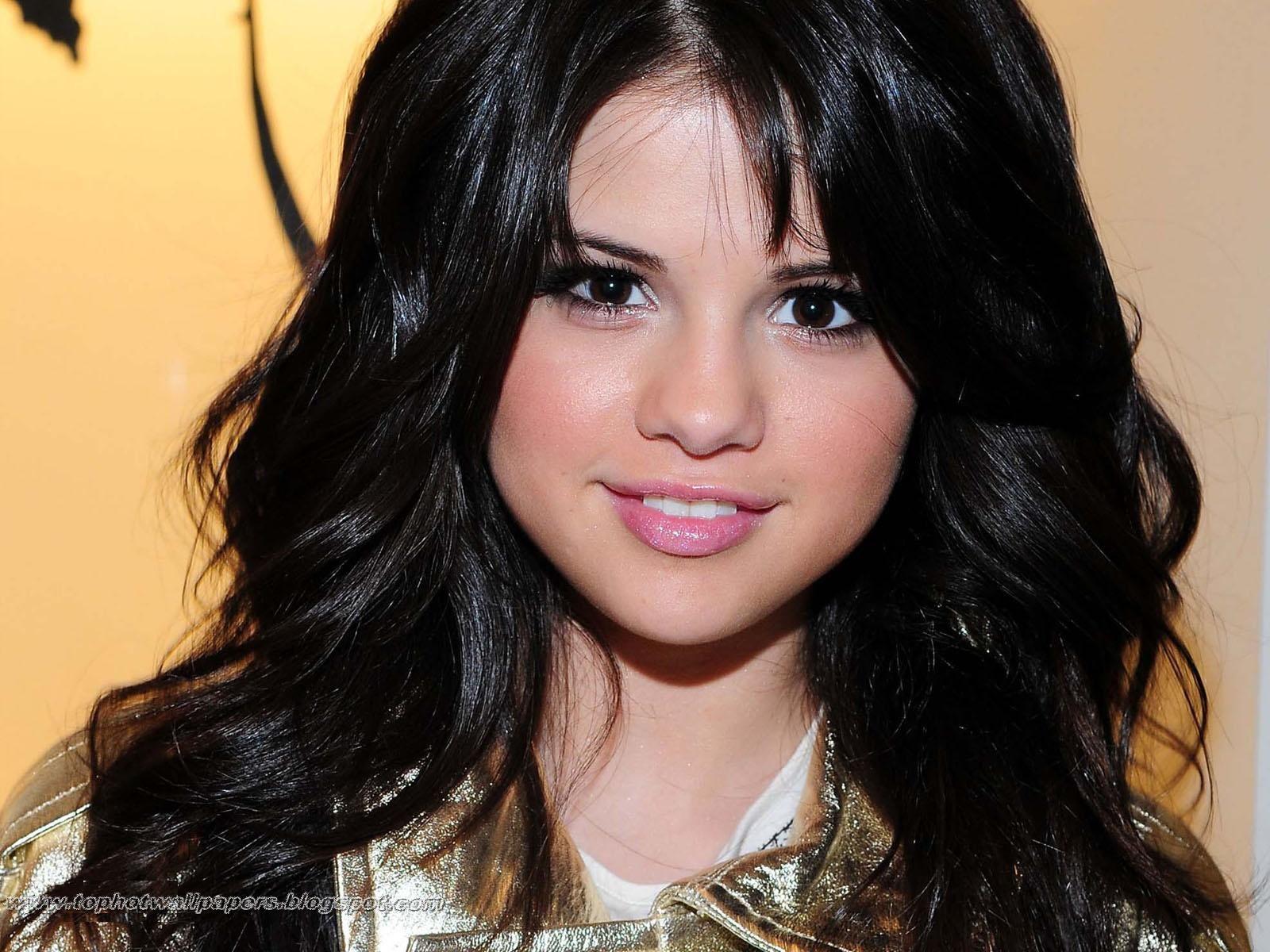 http://4.bp.blogspot.com/-Dj7qg9LGJJM/TZAHWmmTjLI/AAAAAAAAjtE/BRnysxhdyHo/s1600/Selena%252BGomez%252BProfile.jpg
