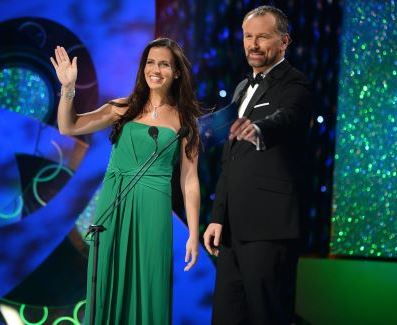 The winner of the Rose of Tralee 2013, Texas native, Haley O'Sullivan, with host Dáithí Ó Sé