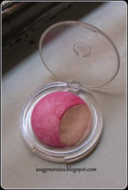 The Body Shop -Baked To Last Blush Blush- in 'Petal' packaging