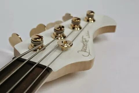 "Bass Luthman basses Jazzette ""Pure White"" fretless"