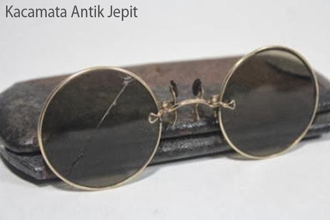 Kacamata Antik Jepit