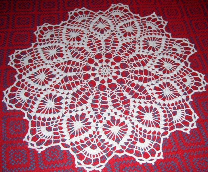 Carpeta tejida a crochet con piñas de doce picos