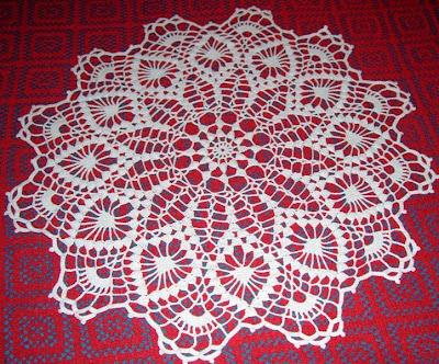 Carpeta a crochet con piñas y doce puntas