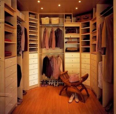 Closets y armarios para la habitacion principal buenas for Cuarto con walking closet