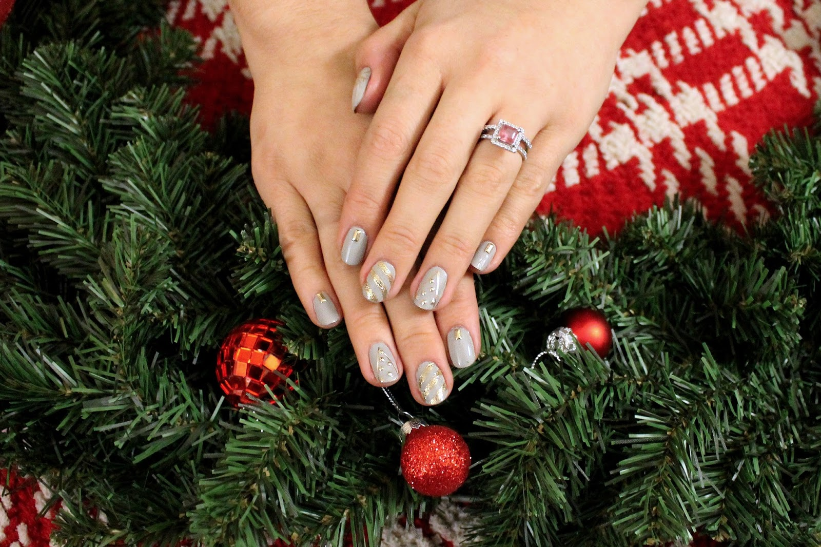 The christmas nail ornament - To Achieve This Look I Started With A Dove Grey Nail Polish From Square Hue Called Lincoln Road On All Ten Fingers From Left To Right This Is What I