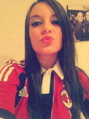 Foto Cewek Milanisti, Milanisti Girl, Milan Fans, Female Milanisti, Cewek Cantik