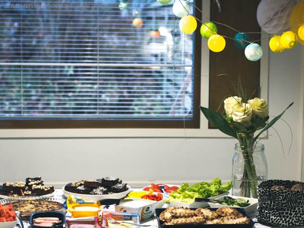 lastenjuhlien tarjoilut, 1-vuotissyntymäpäivä, tarjoilut, juhlapöytä, juhlakoristeet