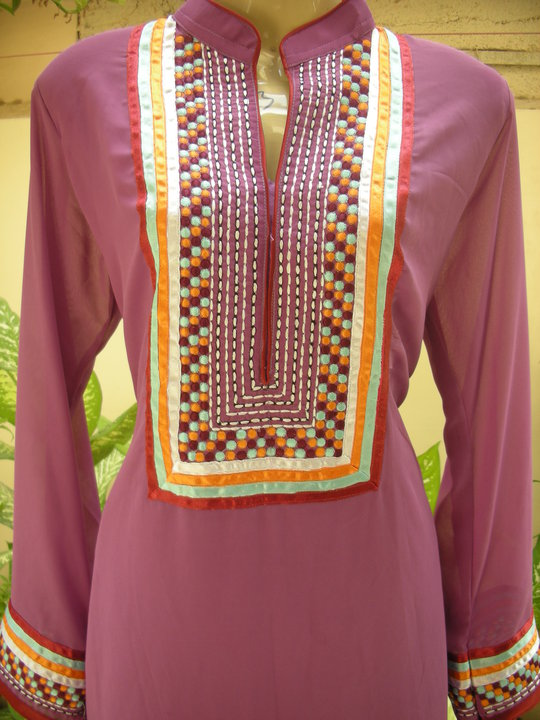 Long Shirts Fashion In Pakistan http://unifashio.blogspot.com/2011/06/long-shirts-and-casual-shirts-designs_5242.html