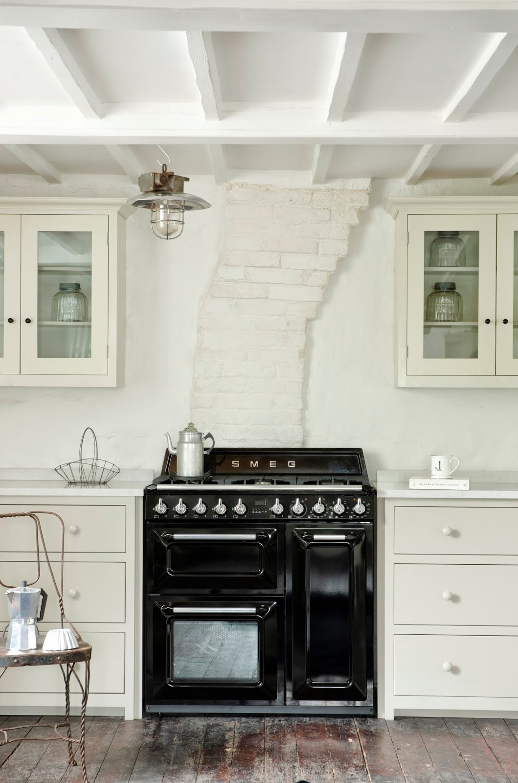 modern country style modern country loves smeg victoria. Black Bedroom Furniture Sets. Home Design Ideas