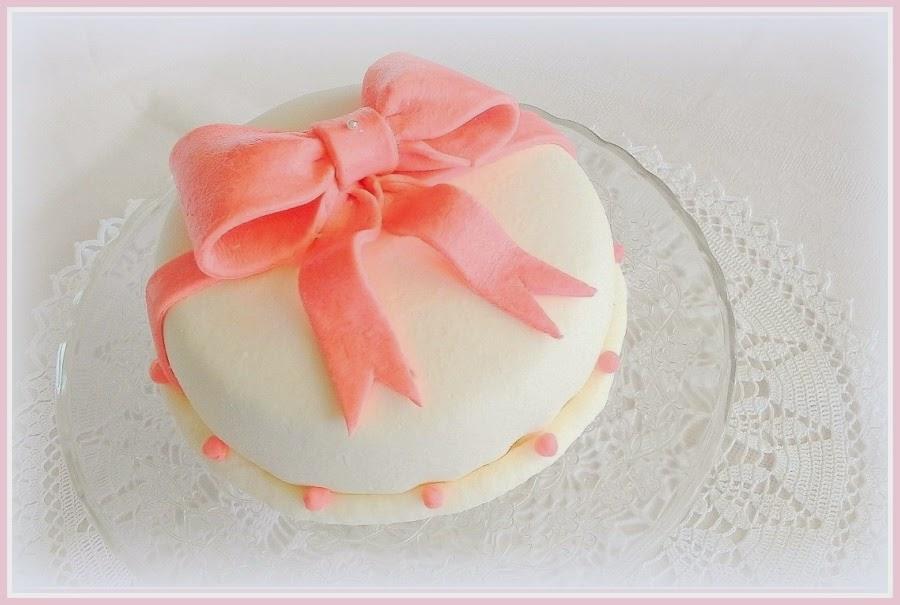 Angielski tort z kokardką