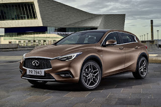 Infiniti Q30 (2016) Front Side
